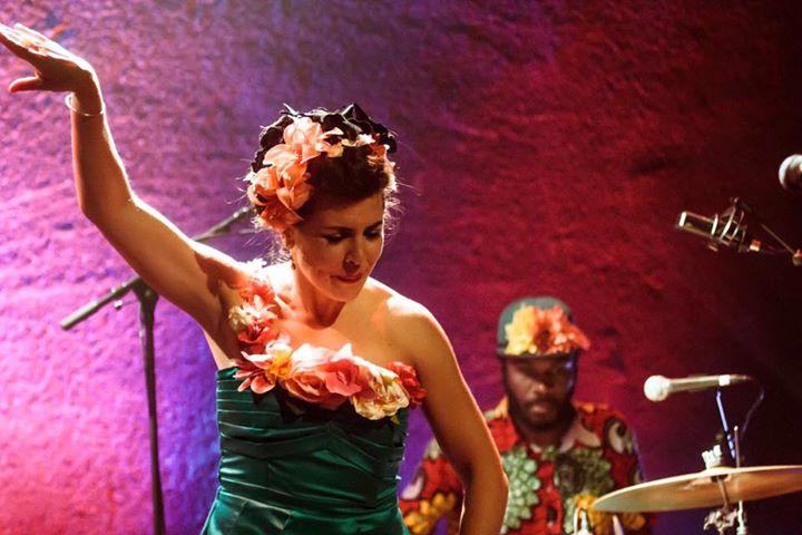 Rose Betty Klub Au Nu-Bahia