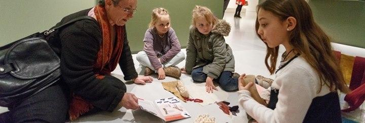 Une Journée En Famille : Les Apprentis Docteurs Des œuvres D'art
